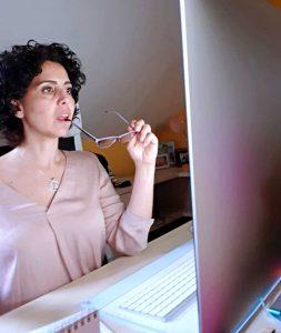 Nedda Soriano terminando el post de los referentes del marketing digital